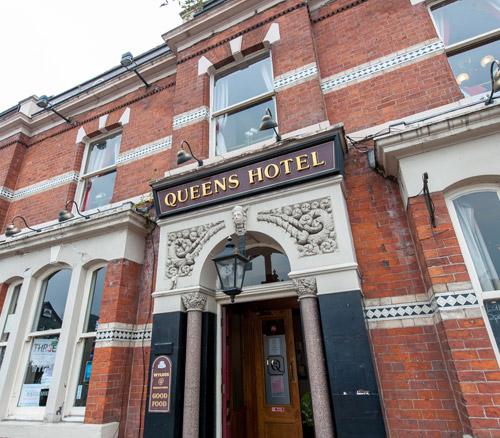 queens hotel pub in hyde