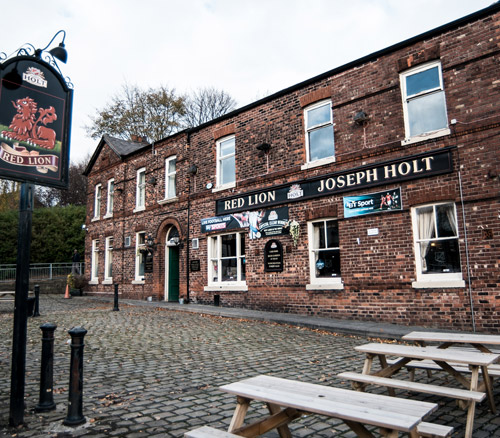red lion pub prestwich large beer garden with seating