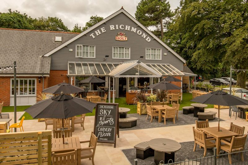 the richmond food pub in southport outsisde and front beer garden