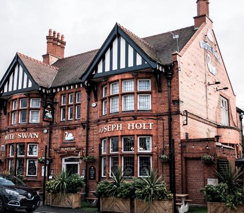 white swan pub swinton