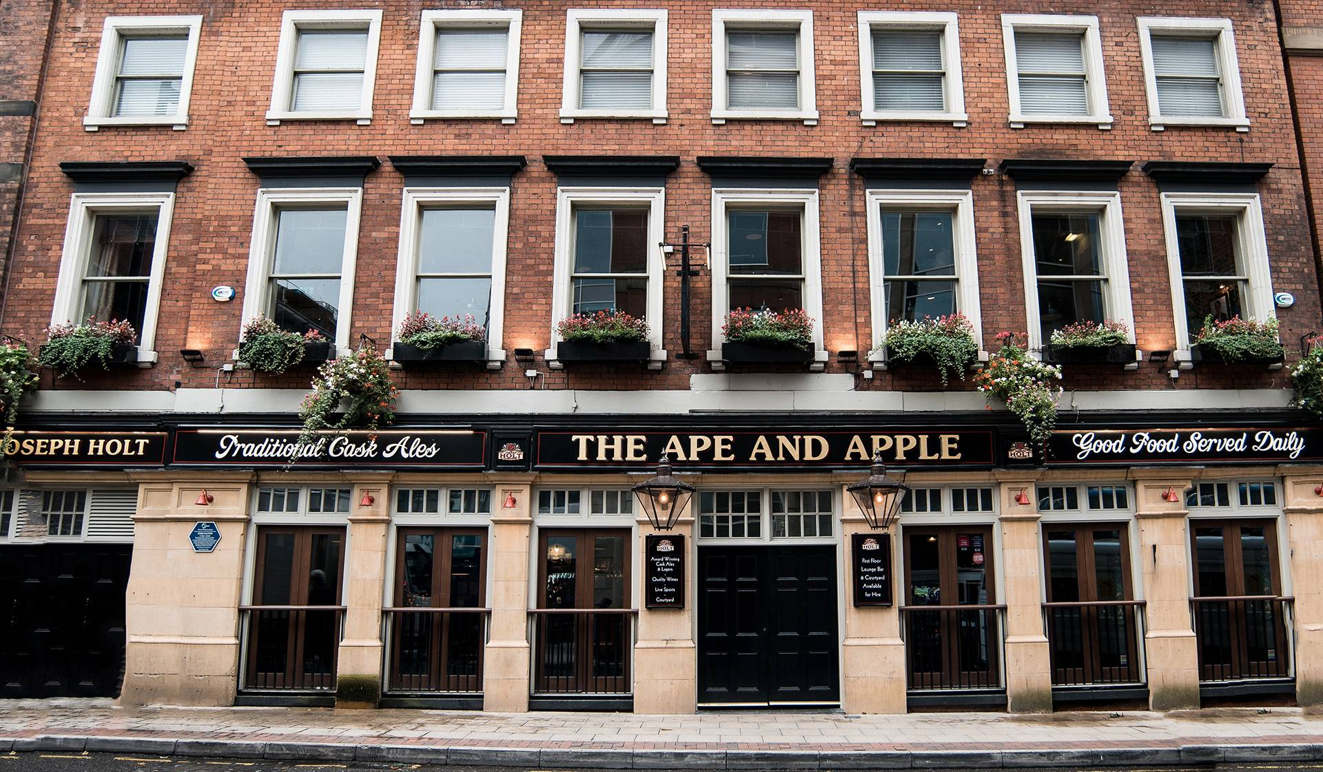 ape and apple featured pub