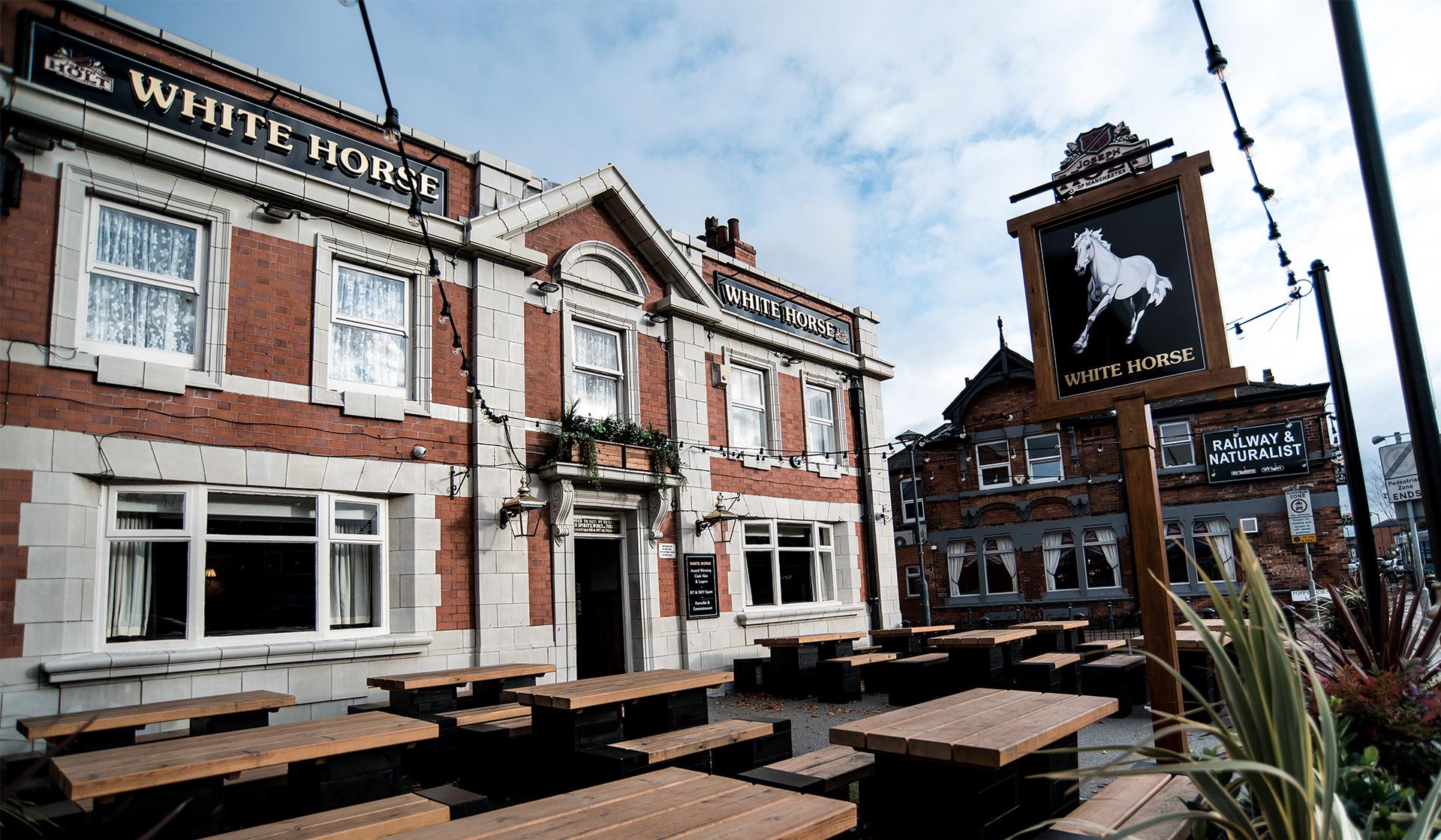 white horse featured pub in prestwich
