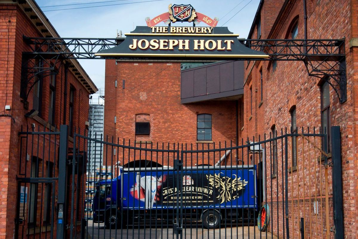 joseph holt brewery with dray 1200x800