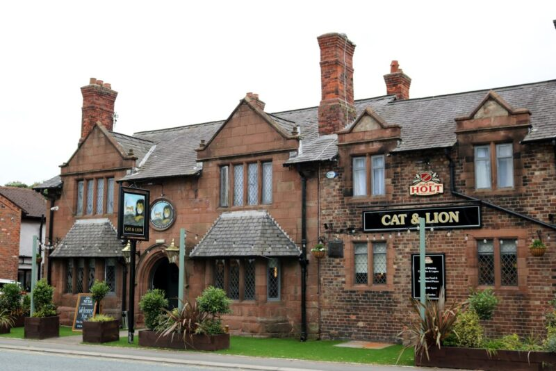 Cat and lion pub in stretton warrington